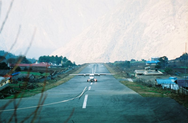 Plane landing at Lukla STOL strip