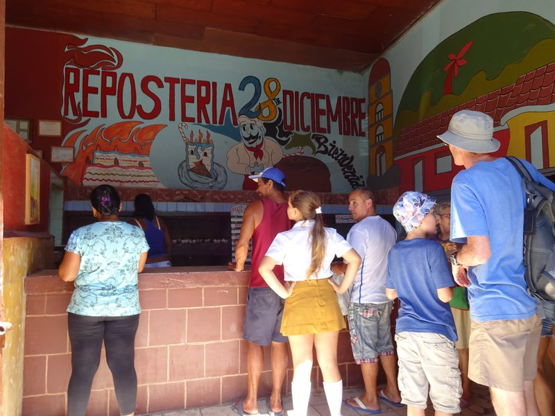 Moneda Nacional Pandaneria - queuing to buy biscuits