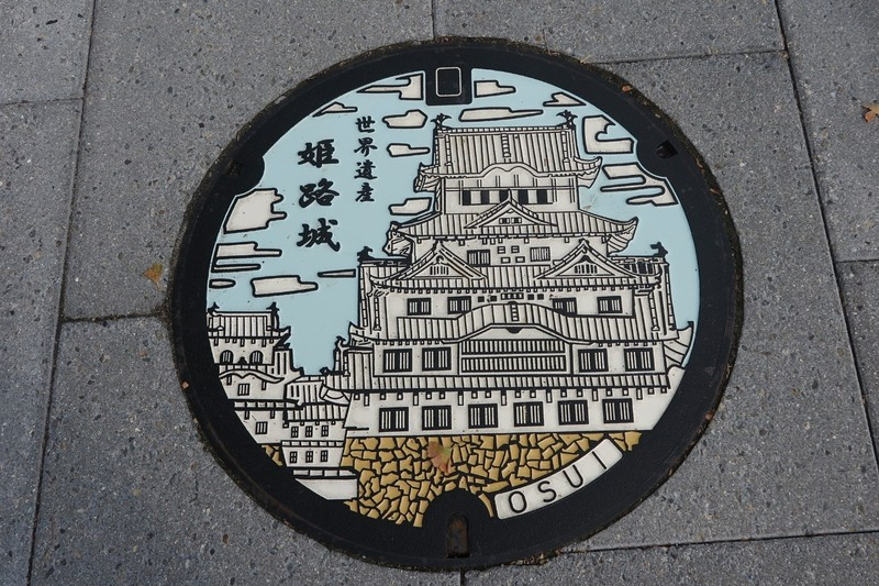 Decorative street manhole cover