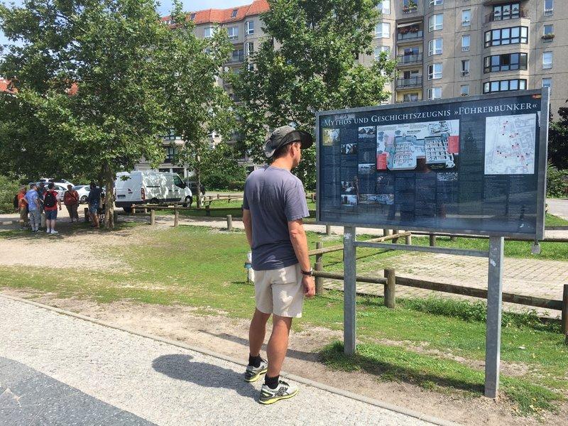 large_Berlin_-_Hitlers_Bunker.jpg