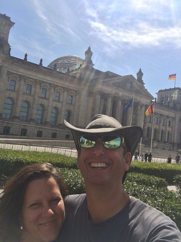 large_Berlin_-_Reichstag_selfie.jpg