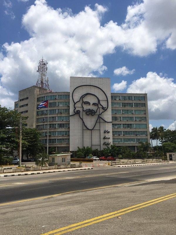 large_Fidel_Silhouette_-_Havana.jpg