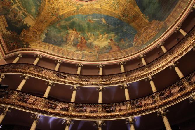 large_Manaus_Opera_House_Inside.jpg