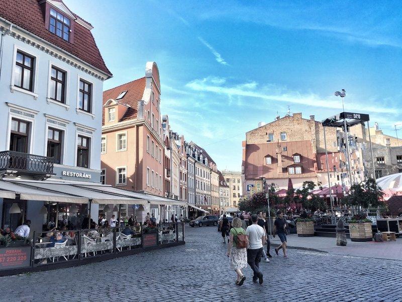 large_Riga_street_scene_3.jpg