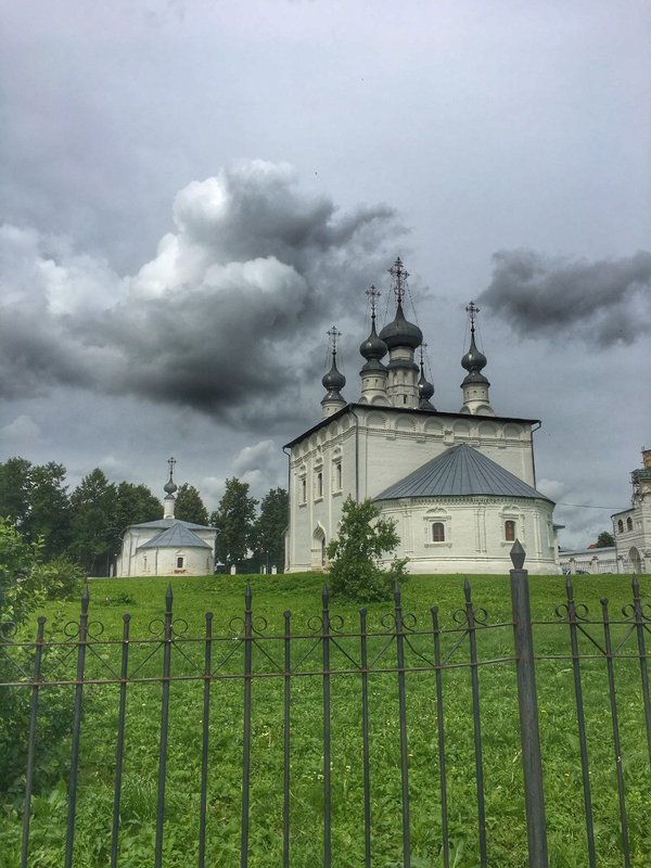 large_Suzdal_Chu..Black_cloud.jpg