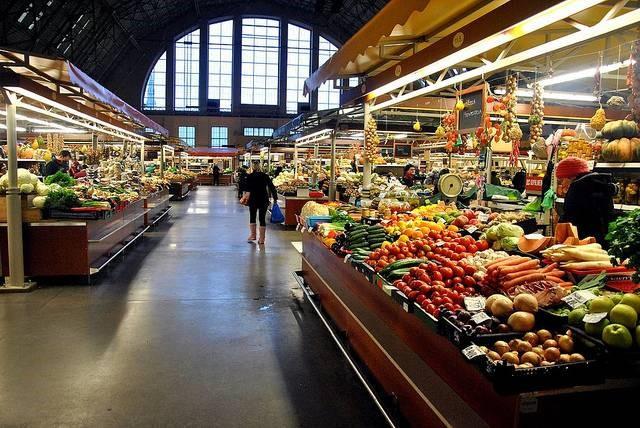 large_riga_market_fruit.jpg