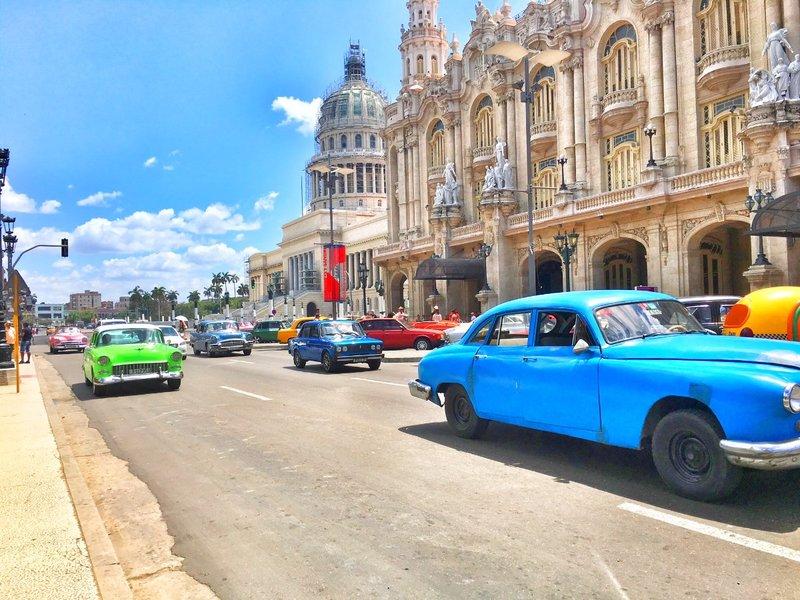 large_street_scene_-_cars.jpg