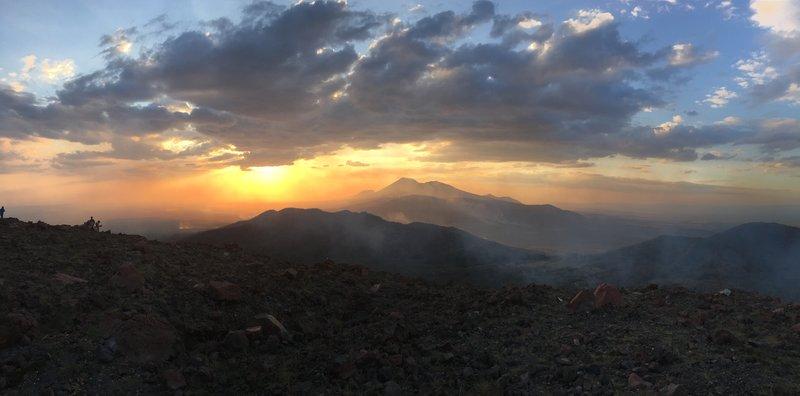 large_volcano_sunset_1.jpg