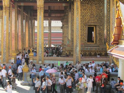 Bangkok-Grand-Palace-Crowds