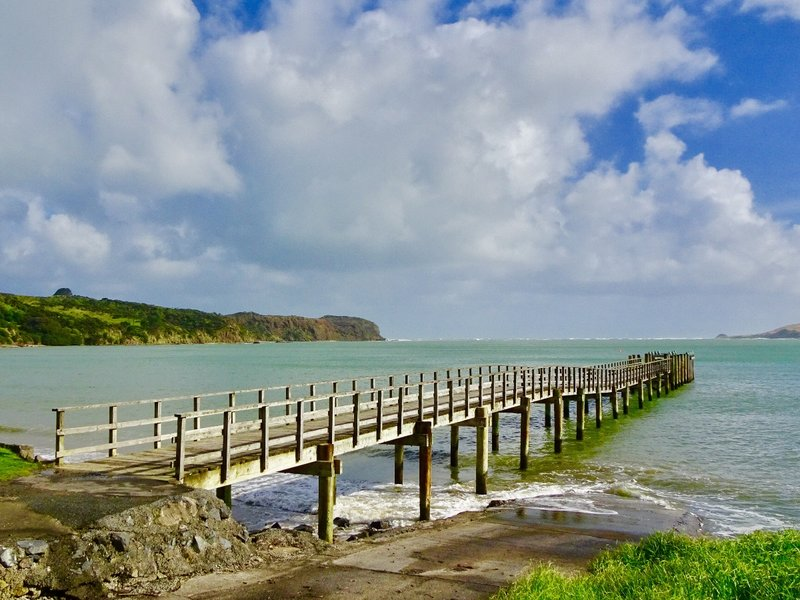The Hokianga River enters the Tasman Sea here. On the left side of the harbor is the South Head; this is where we took a walk.
