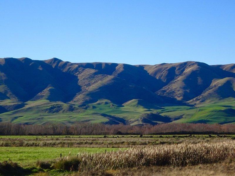 A look at the mountains near Duntroon, as we followed the Waitaki River toward Kurow.