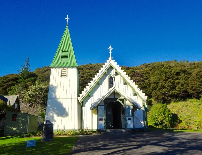 St Patricks' Catholic Church was built in 1864; two earlier Catholic churches here were destroyed. Little timber churches like this were common in small NZ communities; they were cheaper to build. The first recorded Catholic mass on the South Island was on the Akaroa foreshore in 1840.