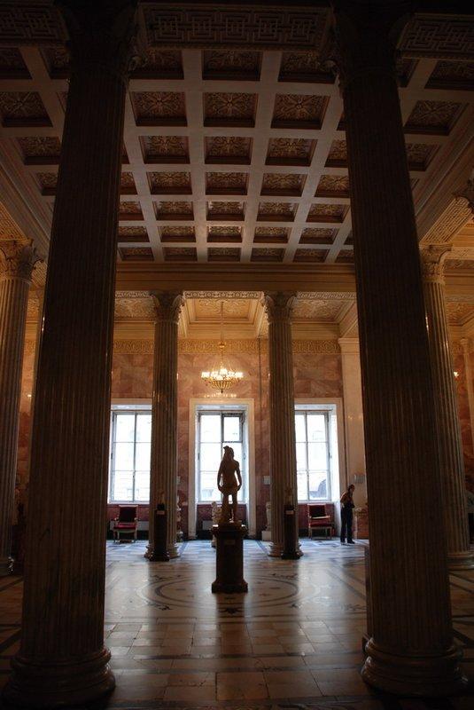 St.Petersburg (Hermitage) - Between pillars