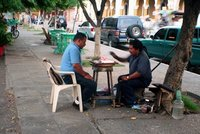 Granada - Nicas playing chess