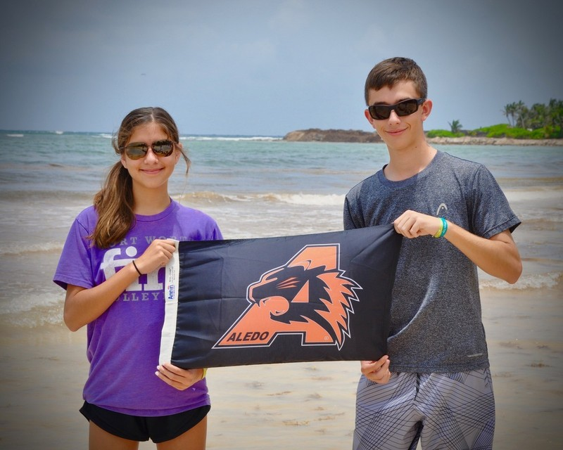 Tanner and Haley Smith bring Bearcat Nation to Mexico!