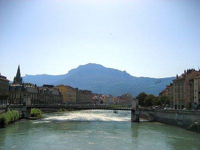 Grenoble_w_bulles.jpg