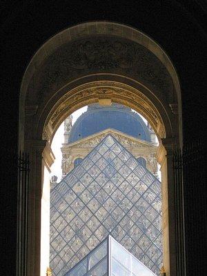 Louvre_tri..gh_arch.jpg