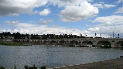 bridge_over_le_loire.jpg