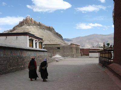 Tibet_Friendshiphighway_OldTibetainsMonastery