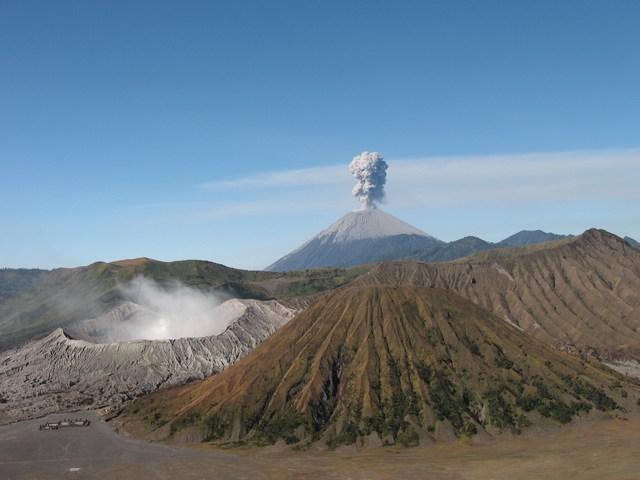 Indonesia_Bromo_ThreeVolcanoesWithSemeruSmoking