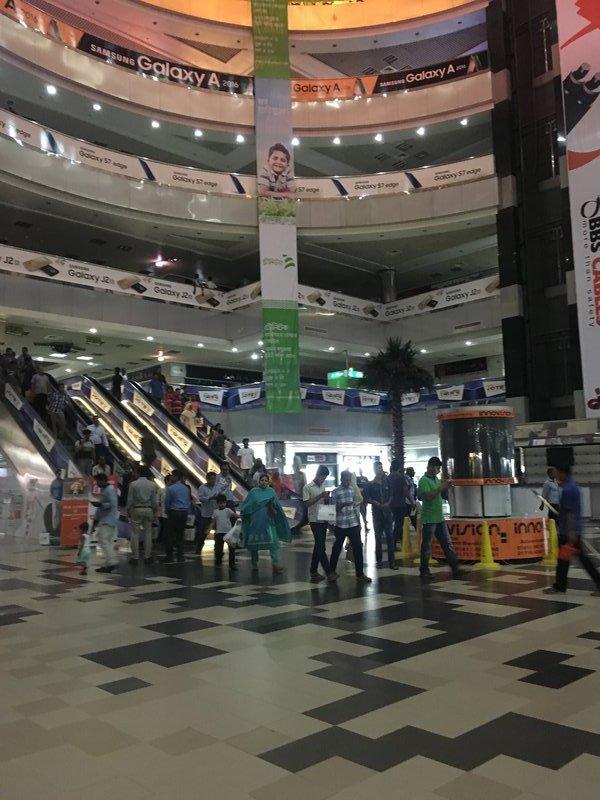 large_90_mall1.jpg