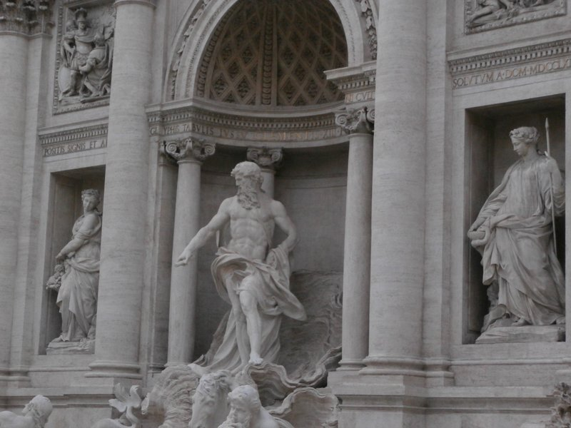 Trevy Fountain Statue