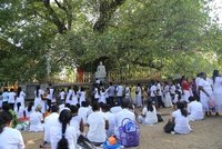 Kelaniya_-..nd_devotees.jpg