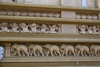 Kelaniya_-_facade_carving.jpg