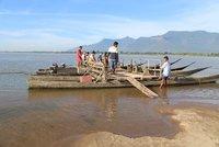 River_Ferry_loading.jpg