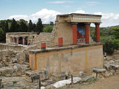 Knossos_-_..ortico_02-1.jpg