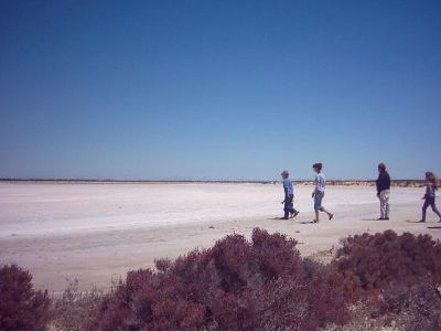 1839117-Salt_Lakes_Hopetoun.jpg