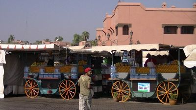 aussirose buys fresh orange juice Djamaa El Fna - Marrakesh