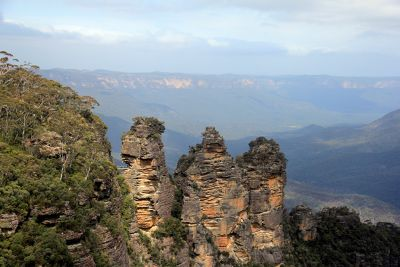 7733102-3_Sisters_Blue_Mountains.jpg