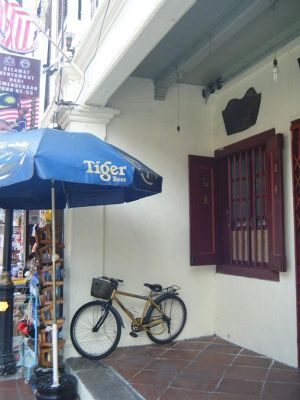 876678404907094-Lone_bike_in..ala_Lumpur.jpg