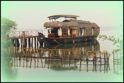 India_-_Ku..-_Houseboat.jpg