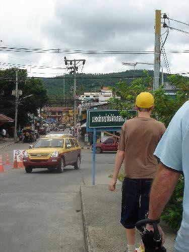 Walking into town - Ko Samui