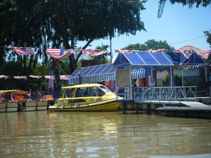 Boat Trip Kampung Morten Melaka by aussirose - Melaka