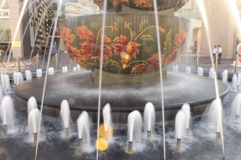 aussirose playing with DSLR - Fountain KL - Kuala Lumpur