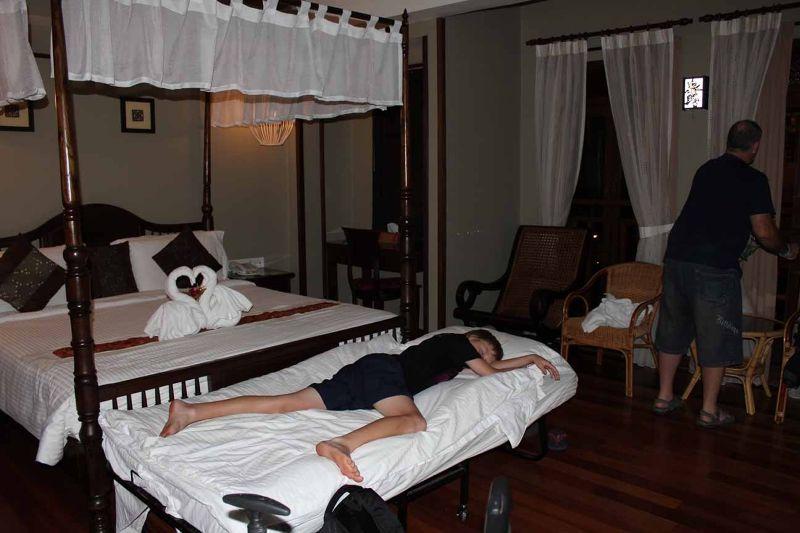 Anggun Boutique Hotel KL lovely balinese furniture - Kuala Lumpur
