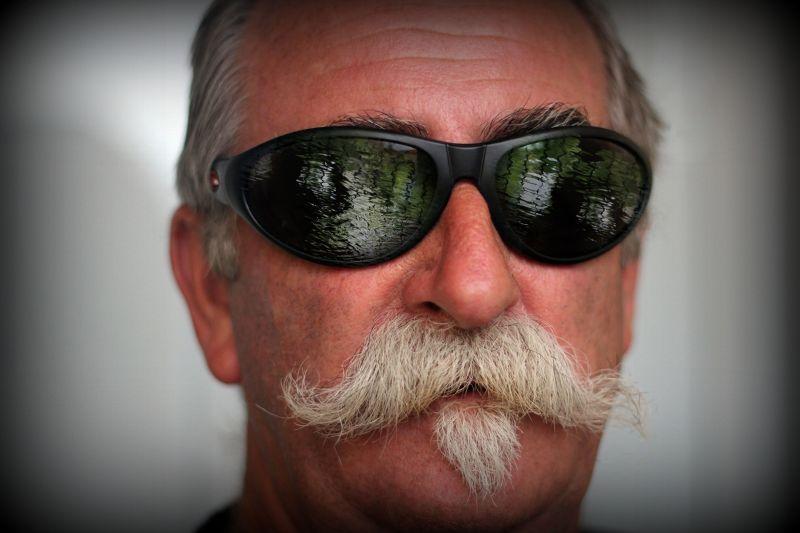aussirose paints Howie's sunglasses in Photoshop