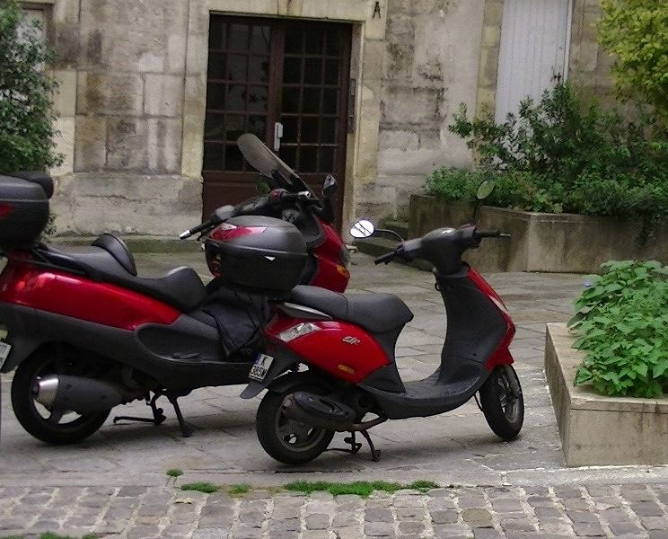 Red bikes in Paris by aussirose - Paris