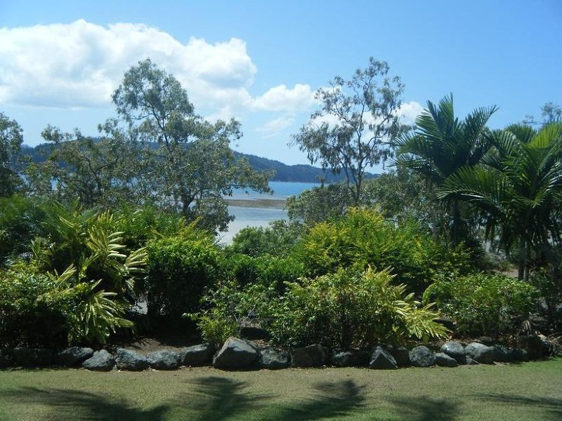 Hibiscus apartments - view over Catseye beach