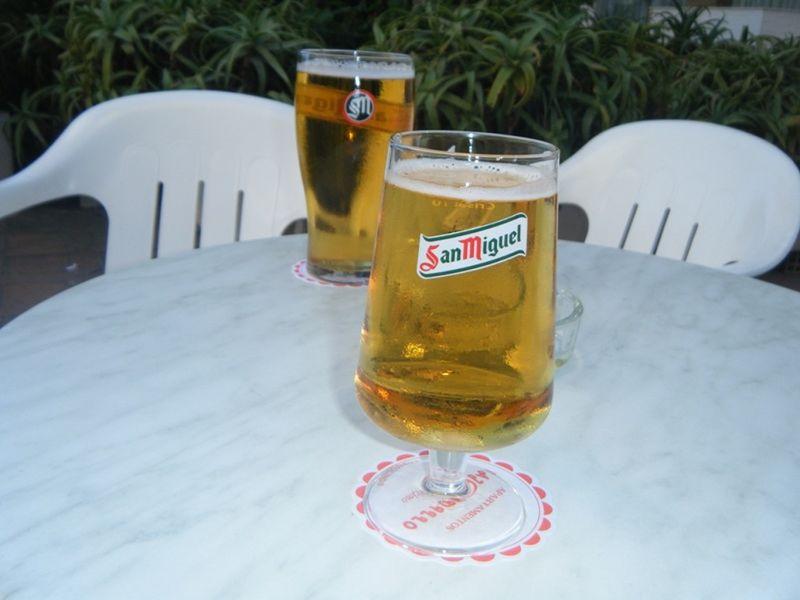 aussirose and Howie taste first beer in Spain - Torremolinos
