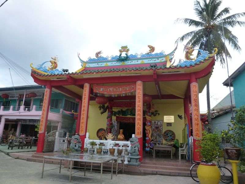 Pulau Ketam Temple by aussirose