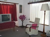 Three Springs Tourist Lodge tv room