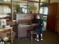 Three Springs Tourist Lodge piano