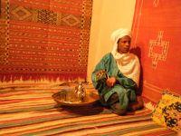 aussirose visits a local carpet maker in Tinghir - Morocco