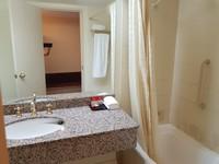 Launceston - Grand Chanceller bathroom