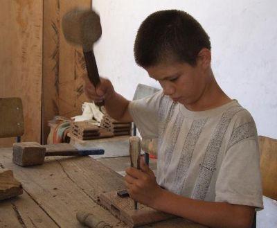 3610836-Young_wood_carver_Khiva_Uzbekistan.jpg