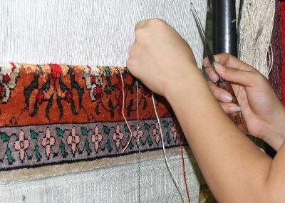 3639180-Carpet_weaver_Bukhara_Bukhara.jpg